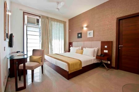 Stay in Golf Course Road, Gurgaon