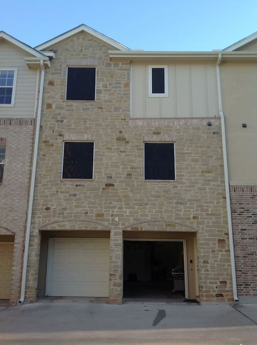 1500 sq. foot 3 story condo.  Two car garage available for use.  Laundry room in the garage. Living/dining/kitchen on the second floor.  3 bedrooms on the third floor.
