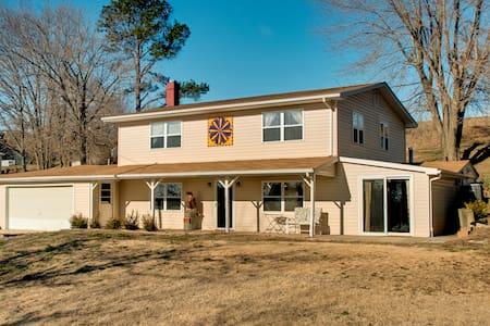Golden Eagle Inn - House