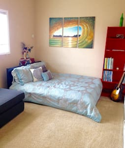 Bright studio 1 block from beach! - Los Angeles - Apartment