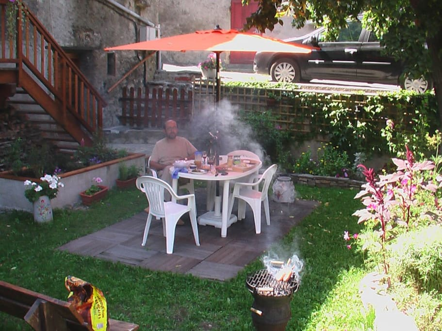 Barbecue au jardin