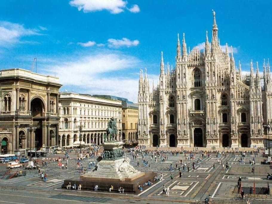The Duomo of Milan is at walking distance from the studio. The walk from the apartment to the Duomo passes through the most beautiful monuments of Milan: San Marco Church, Brera Palace Academy, Scala Theater and Galleria Vittorio Emanuele