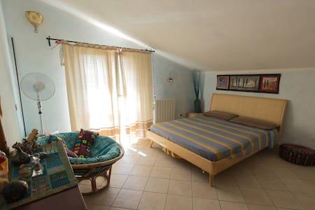 Nel verde della maremma Grossetana. camera Blu n2 - Lejlighed
