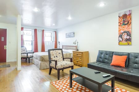 Room type: Entire home/apt Bed type: Real Bed Property type: Apartment Accommodates: 4 Bathrooms: 1