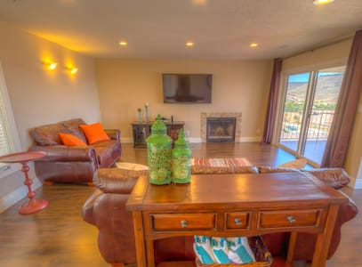 Views for Days from Luxury Condo! Last min=$100 - Condominium