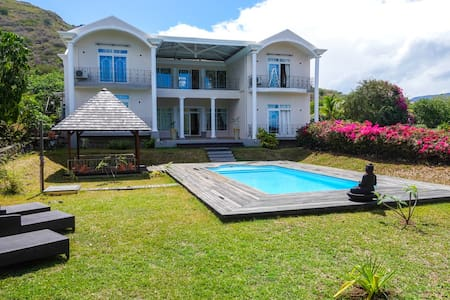 Big 5 Bedrooms Villa Swimming Pool in Black River