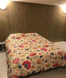Chambre indépendante avec douche et WC séparés - Gragnague - Haus