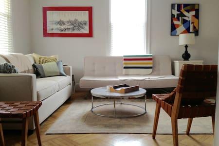 Lovely Spacious Home, Sleeps 9, Close to Metro - Waszyngton - Szeregowiec