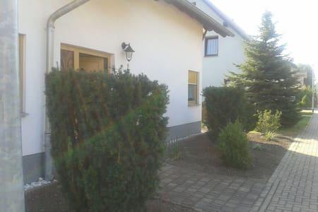 Gemütliches Haus mit Garten, Garage - House