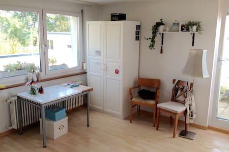 Herzliche Einzimmerwohnung, zwischen Stadt & Natur - Wohnung