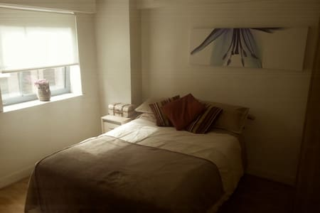 Canalside Double Cosy Room in City Centre - Appartement