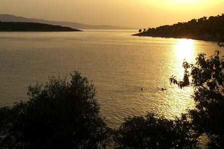 'Old Olives' Seafront Upper Flat, 2hrs from Athens - Nea Stira