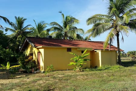 Typical Sri Lankan House with Waterfront - Madurankuli - Dom