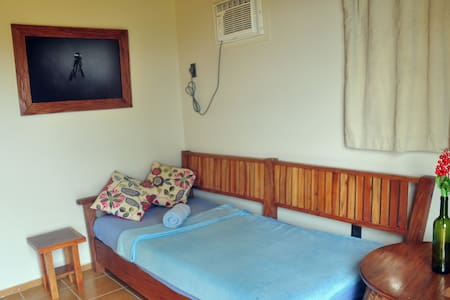 Cozy Room 5 minutes walk to Main Road, Coron