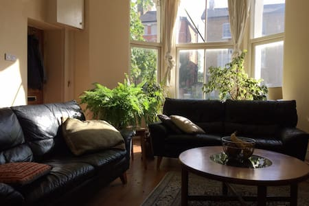 Cozy Double, Beautiful Flat & a Roof Garden - Apartment