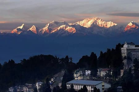 The Cottage (2BR) snow views - Darjeeling