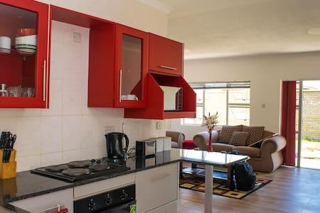 Elegantly furnished apt in secure gated community - Harare - Lejlighed