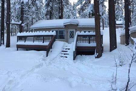 Big bear lake cabin rentals airbnb for Big bear village cabins