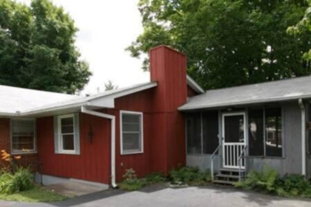 The Crestwood Cottage - Ev