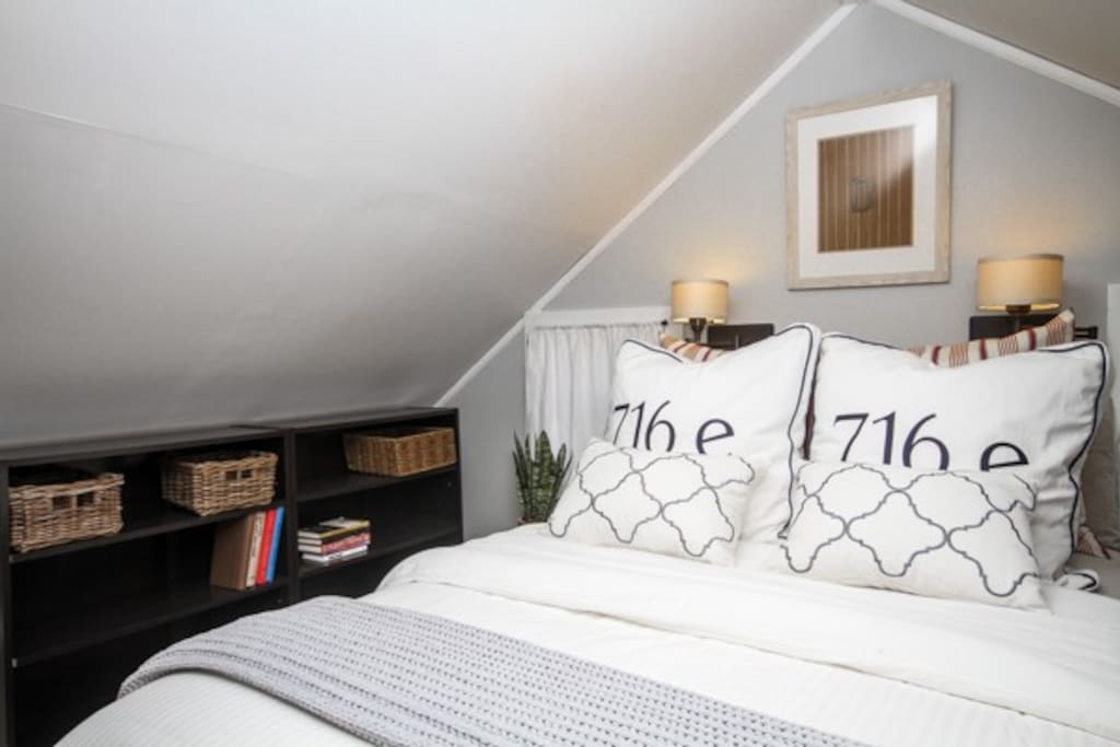 COZY COZY COZY linens in both our Full beds!