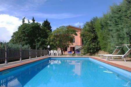 L Olivella, sleeps 7 guests in Camaiore - San Martino In Freddana
