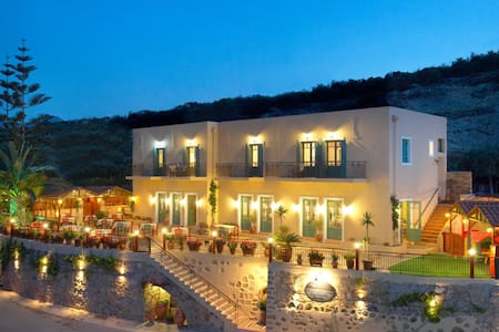 Boutique Guesthouse with Stunning Sea Views - Kaliviani - Bed & Breakfast