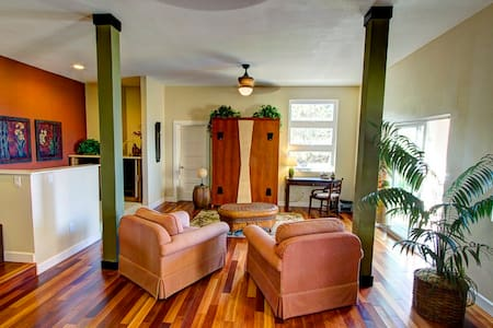 Aloha, welcome to Hale Kea. The apartment has everything you need while visiting the Big Island. Cool breezes and great sunsets from the lanai are a great way to finish you day. Close to town but in a residential setting makes Hale Kea a true retreat