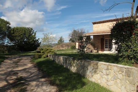 Villa avec jardin de 5000 m2 dans l - Grambois