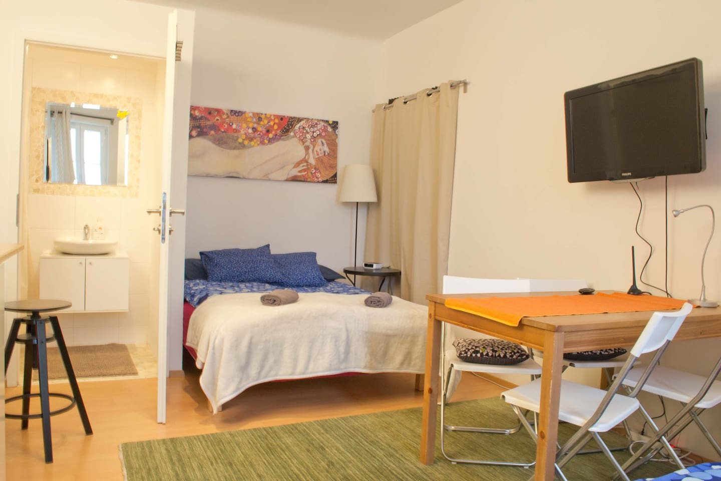 Studio apartment with a very comfortable double bed