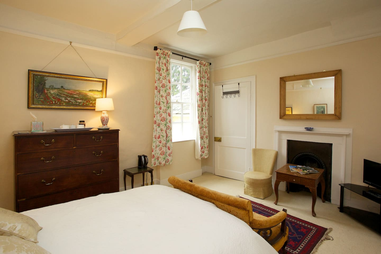 The Munnings Room - Double bedroom with private bathroom