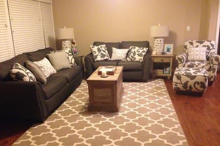 Bedroom 1 Mile from Clemson University - Clemson - Hus