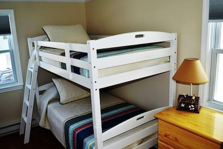 Cozy Bedroom Just Steps to the Beach & Downtown - Salisbury - Apartmen