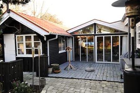 Dejligt Sommerhus. Mini Ferie, Uge Ferie, - Cabana