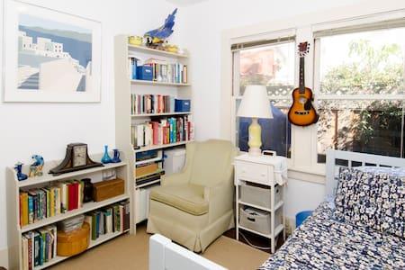 Værelsestype: Privat værelse Sengetype: Alm. seng Ejendomstype Hus Kapacitet 1 Soveværelser 1 Badeværelser 0