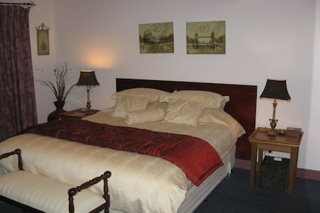 ChateauCapri B&B Sandy Bay Tasmania - Bed & Breakfast