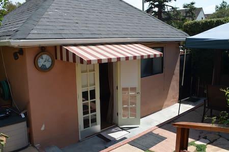 Beverly Hills Private Guest House w/ Garden Patio - Vendégház