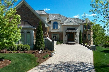 Gorgeous mansion on the lake and golf course - Vernon Hills - Vila