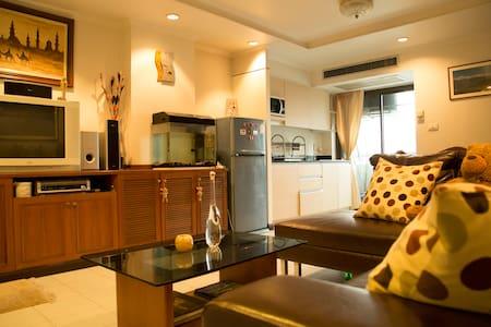 1 BDR Apartment PRATUNAM, Stay with a local host! - Bangkok