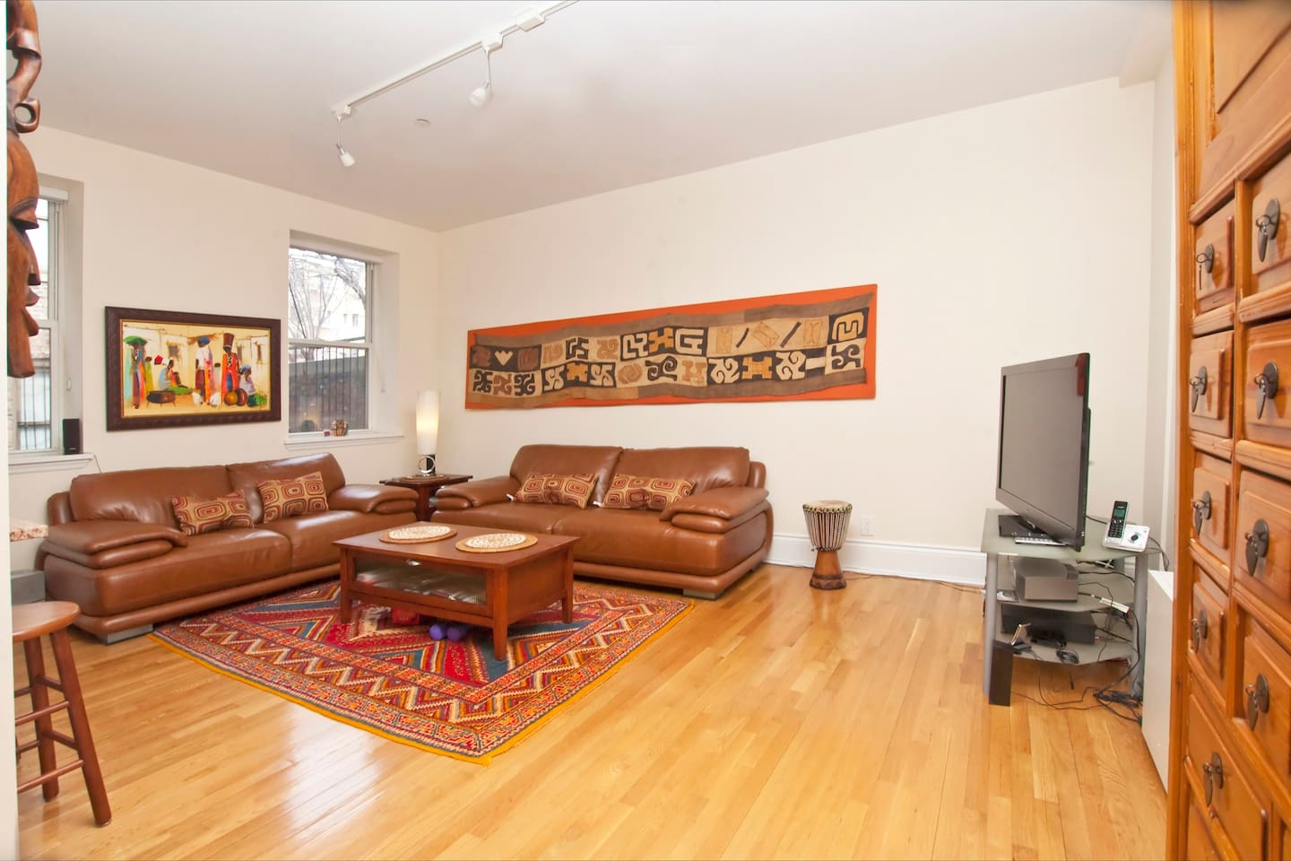 Great and beautiful  living room, open on the kitchen to enjoy..