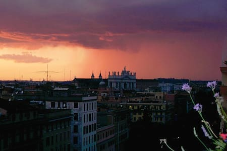 Rome in B&B with amazing view! (SR)
