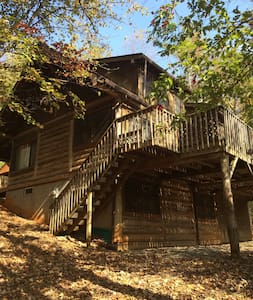 Post-and-beam Cabin on 100 Acre Nature Preserve - Millers Creek - Casa de campo