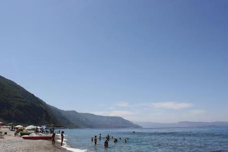 Beach apt for rent 4 to 6 people - Bagnara Calabra