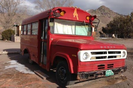 Althea Bus at Hot Springs Resort - Monroe - Camping-car/caravane