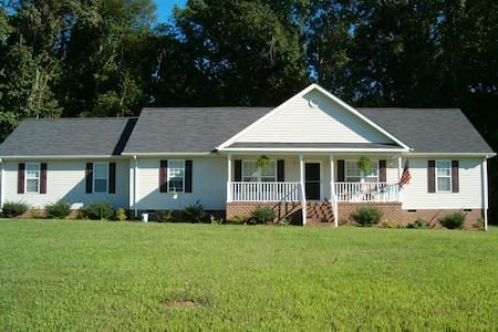Lovely Country Home - Vacation or Business - Smithfield - Haus