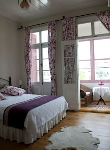Historical Guesthouse - Purple Room - Ayvalık