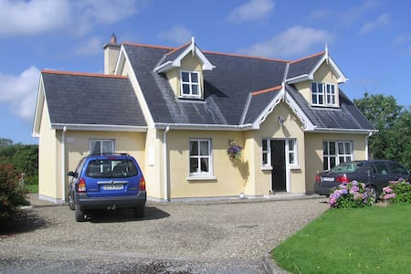 """With Sea Views Querrin Creek is located on the midpoint of the """"Wild Atlantic Way"""" on Loop Head Peninsula in  County Clare this luxury three bed/ 3bath (sleeps 5/6) cottage is an ideal place from which to explore the unspoilt west coast of Ireland."""