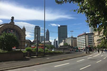 Appt close to main station, fair and city centre - Wohnung