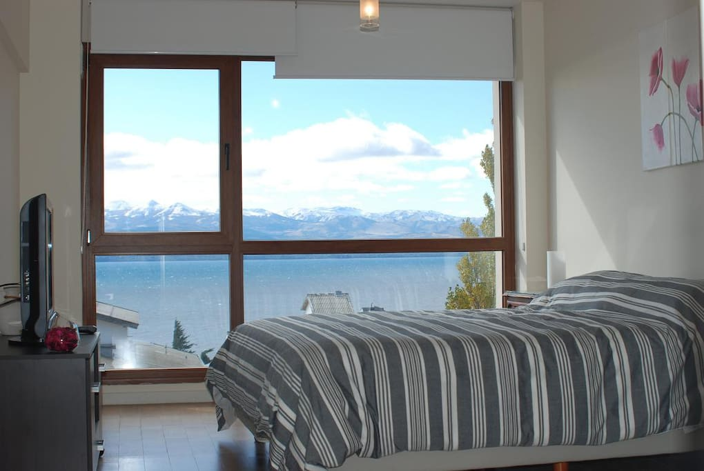 Apartment with Amazing Lake View