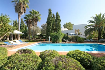 Beautifully Finca with different gardens - Santa Eulària des Riu - Bed & Breakfast