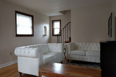 2BR cottage in Munhall - Munhall - Maison